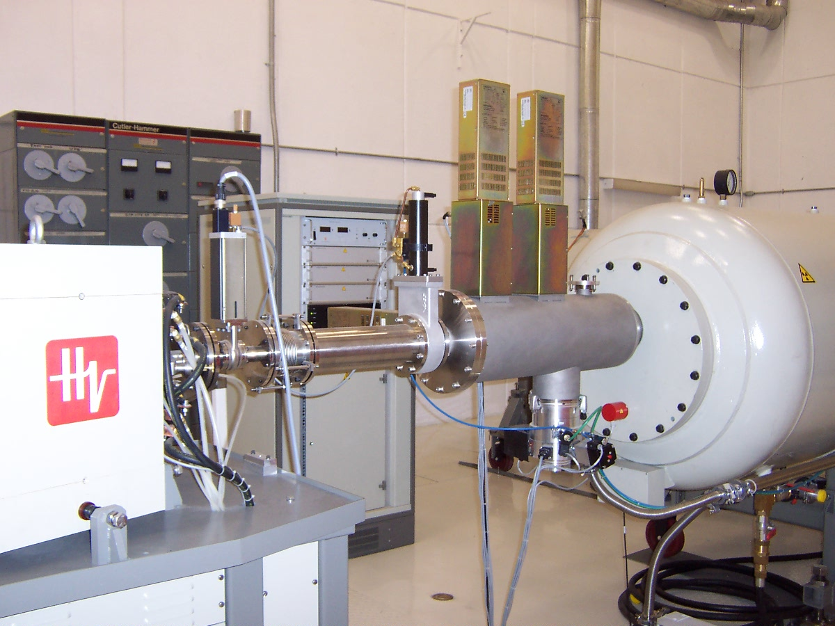 El principal uso de este laboratorio se ha enfocado a realizar investigaciones sobre el contenido elemental de la materia particulada transportada en el aire.