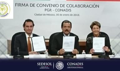 El Secretario de Desarrollo Social Licenciado Eviel Pérez Magaña, la Doctora Mercedes Juan López, Directora General del CONADIS, el Licenciado Alberto Elías Beltrán, Subprocurador Jurídico y de Asuntos Internacionales de la PGR