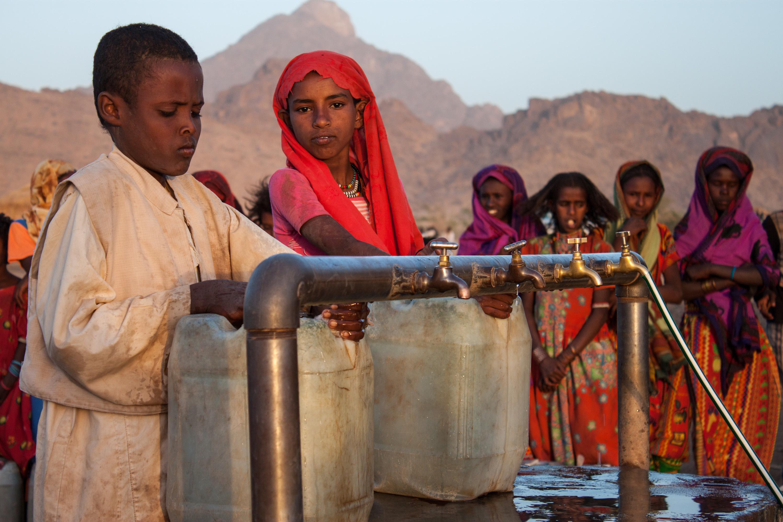 Movilizar acciones efectivas para acelerar la aplicación del Objetivo 6 de Desarrollo Sostenible (garantizar la disponibilidad y la gestión sostenible del agua y el saneamiento para todos) y sus metas relacionadas.  Foto: Sudan-Farhat-6888