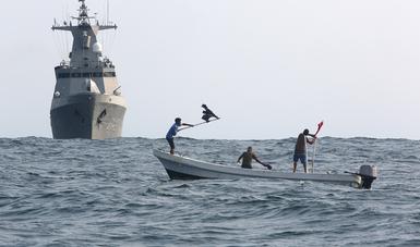 Buque de la Armada de México en rescate de Náufragos en Altamar