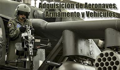 Piloto de la Fuerza Aérea Mexicana en aeronave con armamento militar.