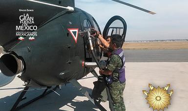 Militares abasteciendo aeronaves de la Fuerza Aérea Mexicana.