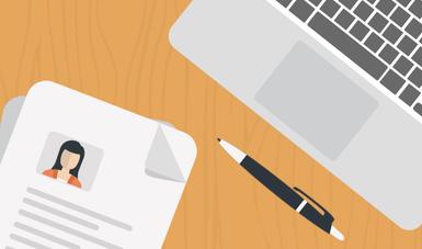 Imagen: Un bolígrafo, una computadora y un expediente