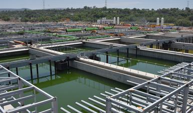La Planta de Tratamiento de Aguas Residuales, de Atotonilco, en Hidalgo, es el resultado de un esquema en el que Banobras participa otorgando una Garantía Financiera a los inversionistas de este proyecto