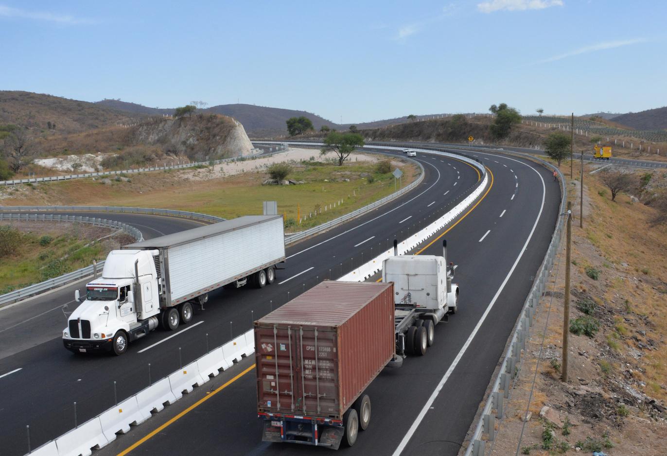 Tramo carretero de la Autopista Guadalajara-Colima (puente)
