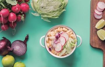 Receta: Pozole blanco, una delicia de la cocina mexicana