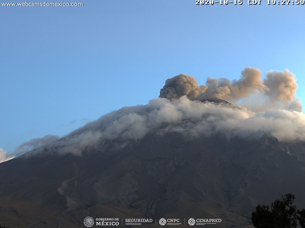 En las últimas 24 horas, mediante el sistema de monitoreo del volcán Popocatépetl se identificaron 165 exhalaciones, 51 minutos de tremor y un sismo volcanotectónico.