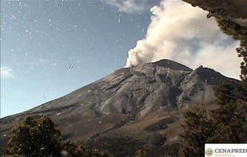 En las últimas 24 horas, mediante el sistema de monitoreo del volcán Popocatépetl se identificaron 179 exhalaciones acompañados por emisiones de gases volcánicos y en ocasiones ligeras cantidades de ceniza.
