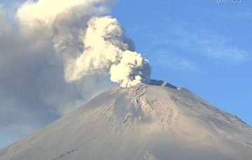 En las últimas 24 horas, mediante los sistemas de monitoreo del volcán Popocatépetl se identificaron 283 exhalaciones acompañadas de vapor de agua, gases volcánicos y ligeras cantidades de ceniza.
