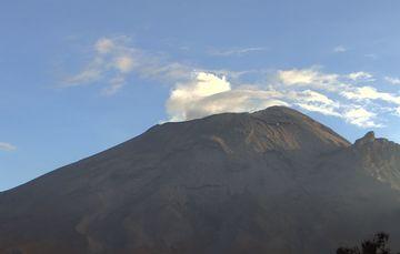 En las últimas 24 horas, mediante los sistemas de monitoreo del volcán Popocatépetl se identificaron 504 exhalaciones.