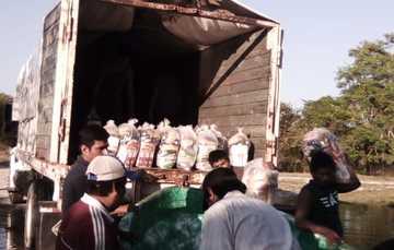 Diconsa entrega despensas a familias de niños de Escuelas de Tiempo Completo en municipio de Centla