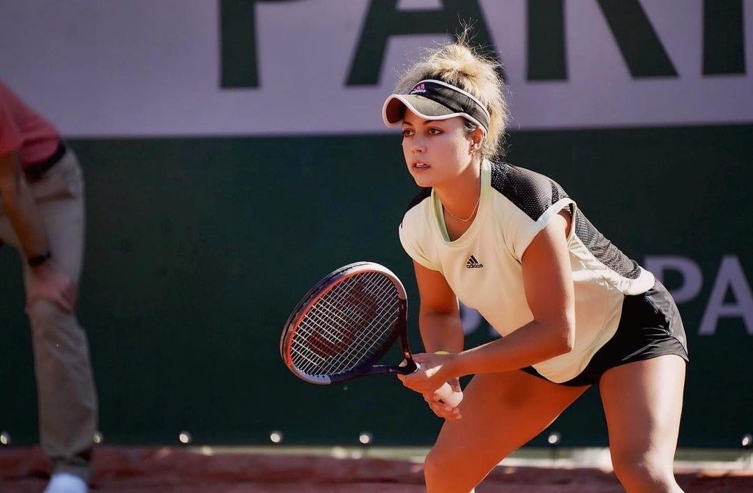 Renata Zarazúa, durante un juego de tenis