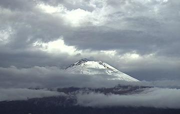 En las últimas 24 horas, mediante los sistemas de monitoreo del volcán Popocatépetl se identificaron 374 exhalaciones y 15 minutos de tremor.