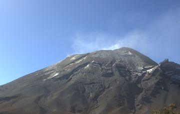 El sistema de monitoreo registró 242 exhalaciones y un sismo volcanotectónico ayer a las 23:15 h de magnitud 2.2.