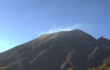 En las últimas 24 horas, mediante los sistemas de monitoreo del volcán Popocatépetl se identificaron 236 exhalaciones y 10 minutos de tremor.