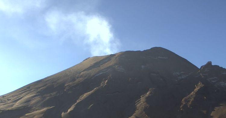 En las últimas 24 horas, mediante los sistemas de monitoreo del volcán Popocatépetl se identificaron 216 exhalaciones y un sismo volcanotectónico.