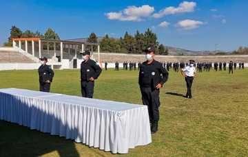 El comisionado del Servicio de Protección Federal, Manuel Espino, destacó el avance en el reclutamiento de suficientes policías y guardias para salvaguardar el total de las instalaciones de la administración pública federal.