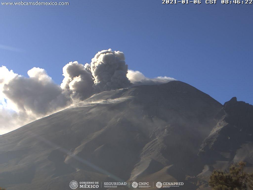 En las últimas 24 horas, mediante los sistemas de monitoreo del volcán Popocatépetl se identificaron 31 exhalaciones y 1 074 minutos de tremor.