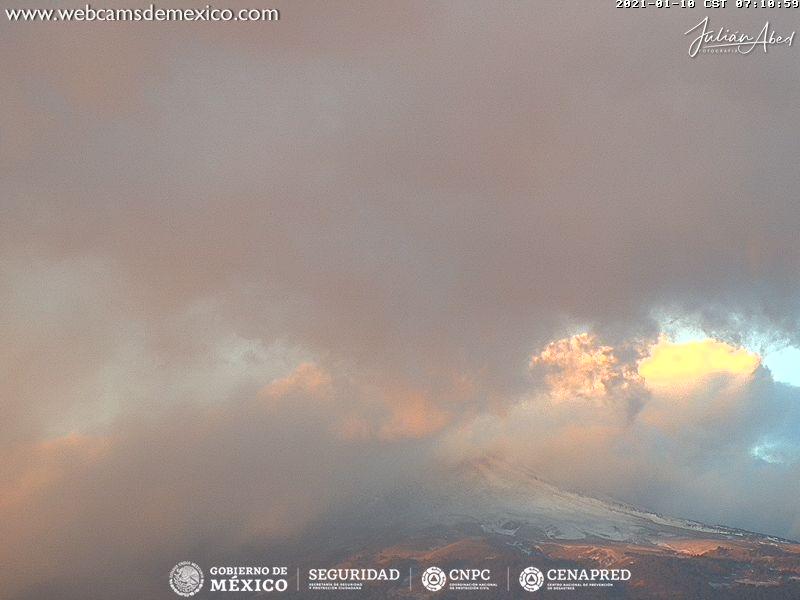En las últimas 24 horas, mediante los sistemas de monitoreo del volcán Popocatépetl se identificaron 19 exhalaciones y 736 minutos de tremor, acompañados por emisiones de vapor de agua, gases volcánicos y ceniza.