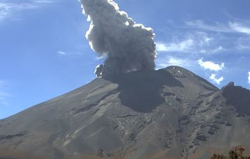En las últimas 24 horas, mediante los sistemas de monitoreo del volcán Popocatépetl se identificaron 78 exhalaciones y 304 minutos de tremor.