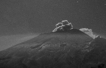 En las últimas 24 horas, mediante los sistemas de monitoreo del volcán Popocatépetl se identificaron 108 exhalaciones y 185 minutos de tremor.