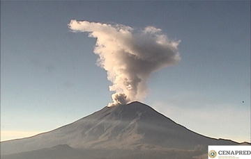 En las últimas 24 horas, mediante los sistemas de monitoreo del volcán Popocatépetl se identificaron 133 exhalaciones y 90 minutos de tremor y un sismo volcanotectónico.