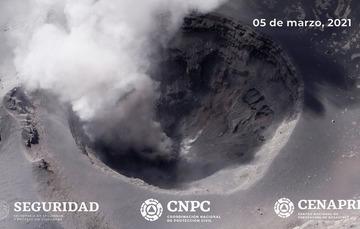 Como parte del monitoreo del volcán Popocatépetl, personal experto del Instituto de Geofísica de UNAM y del CENAPRED realizó un sobrevuelo, con apoyo de la Guardia Nacional.