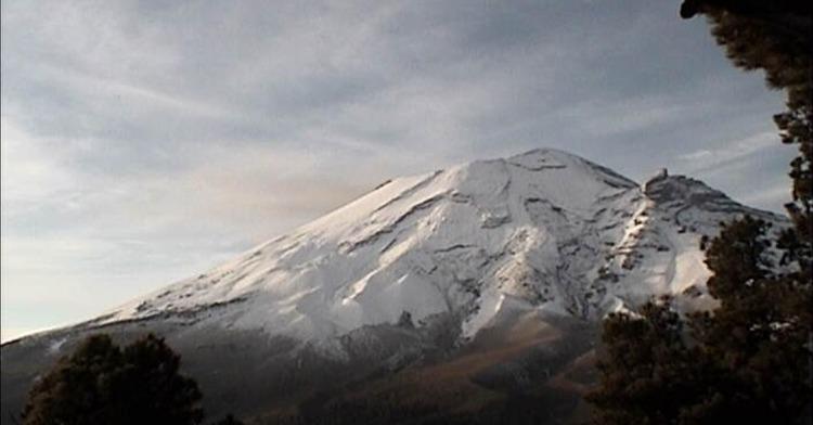 En las últimas 24 horas, mediante los sistemas de monitoreo del volcán Popocatépetl se identificaron 120 exhalaciones y 182 minutos de tremor, acompañados por emisiones de vapor de agua, gases volcánicos y ligeras cantidades de ceniza.