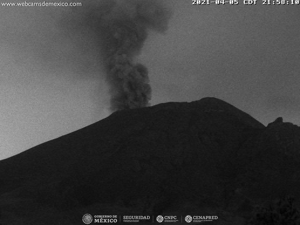 En las últimas 24 horas, mediante los sistemas de monitoreo del volcán Popocatépetl se identificaron 66 exhalaciones y 348 minutos de tremor.