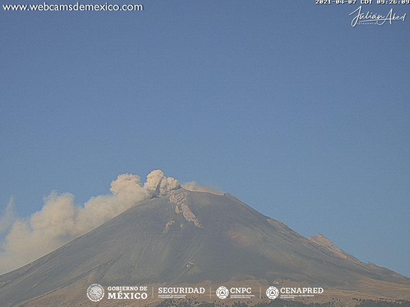 En las últimas 24 horas, mediante los sistemas de monitoreo del volcán Popocatépetl se identificaron 31 exhalaciones y 720 minutos de tremor, acompañados de vapor de agua y gases volcánicos. Adicionalmente, se registraron diez sismos volcanotectónicos.