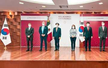 Entrega de donativo de la República de Corea a México, de 100 refrigeradores y 500 mil pruebas PCR