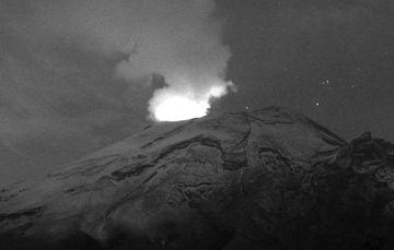 En las últimas 24 horas, mediante los sistemas de monitoreo del volcán Popocatépetl se identificaron 29 exhalaciones, 955 minutos de tremor y dos sismos volcanotectónicos.