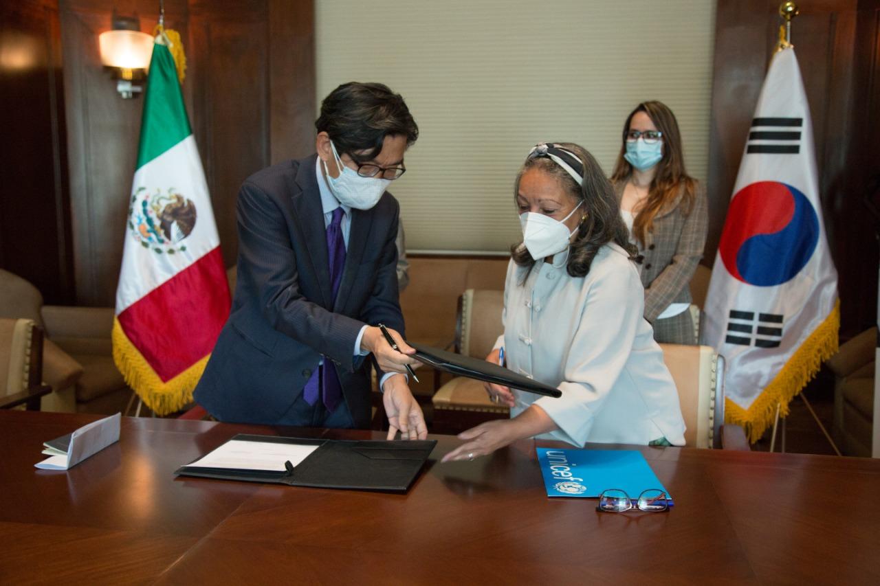 Recibe Insabi 500 mil cubrebocas donados por la República de Corea