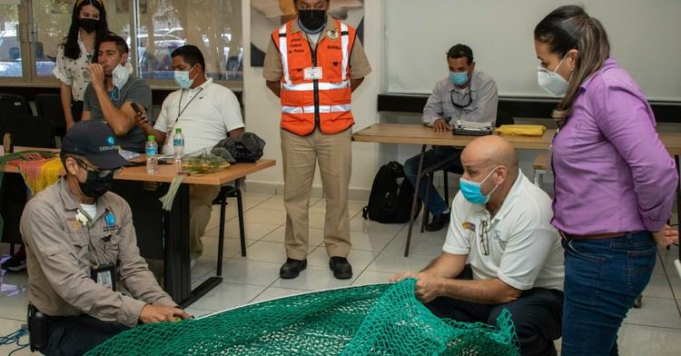 Actualizan oficiales federales de pesca de la Conapesca y de la Secretaría de Marina su información sobre excluidores de tortugas marinas
