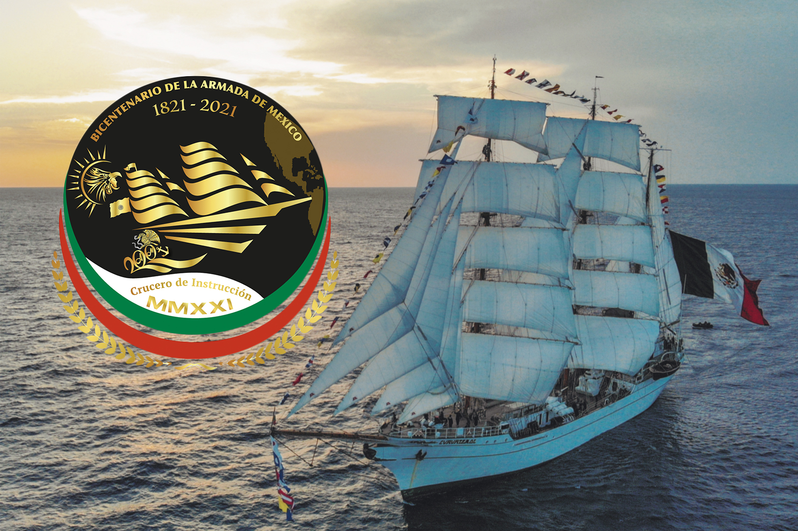 Foto de atardecer con un barco de velas y logotipo conmemorativo al crucero de instrucción