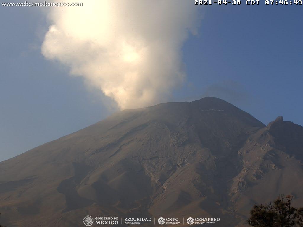El sistema de monitoreo registró 98 exhalaciones, 417 minutos de tremor y un sismo volcanotectónico ayer a las 20:24 h de magnitud preliminar 1.7