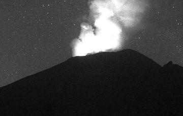 En las últimas 24 horas, mediante los sistemas de monitoreo del volcán Popocatépetl se identificaron 112 exhalaciones y 235 minutos de tremor de baja amplitud, acompañados de gases volcánicos y ligeras cantidades de ceniza.