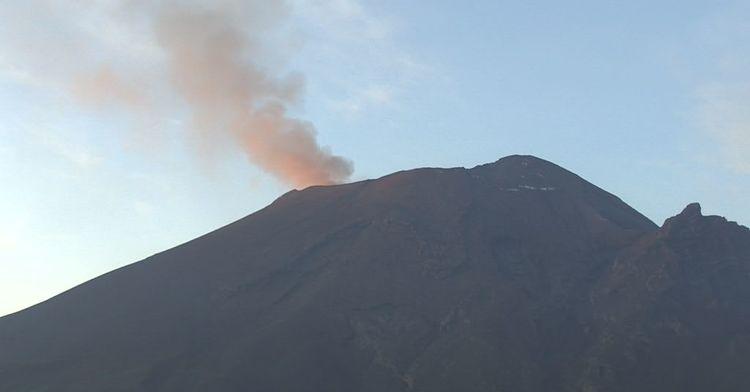 En las últimas 24 horas, mediante los sistemas de monitoreo del volcán Popocatépetl se identificaron 108 exhalaciones y 271 minutos de tremor de baja amplitud, acompañados de gases volcánicos y ligeras cantidades de ceniza (imagen 1).