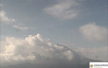 En las últimas 24 horas, mediante los sistemas de monitoreo del volcán Popocatépetl se identificaron 45 exhalaciones y 106 minutos de tremor de baja amplitud, acompañados de gases volcánicos y ligeras cantidades de ceniza.