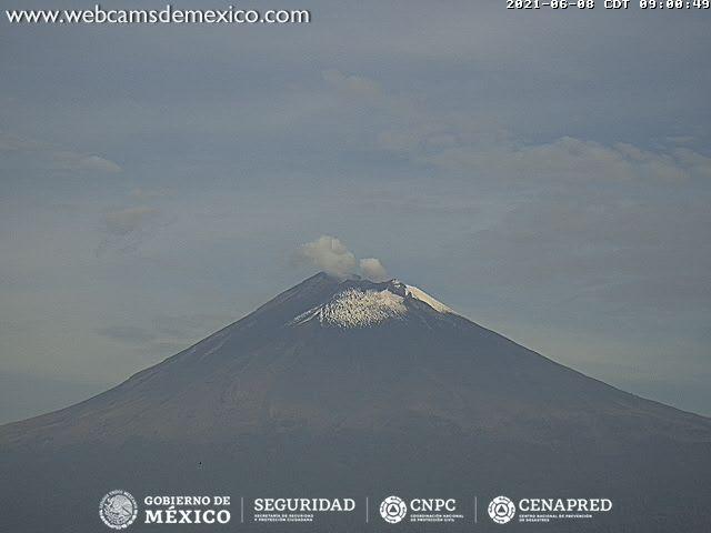 En las últimas 24 horas, mediante los sistemas de monitoreo del volcán Popocatépetl se identificaron 136 exhalaciones y 5 minutos de tremor de baja amplitud, acompañados de gases volcánicos y ligeras cantidades de ceniza.