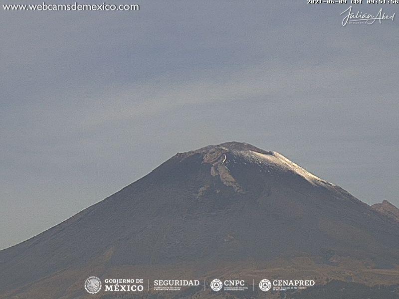 En las últimas 24 horas, mediante los sistemas de monitoreo del volcán Popocatépetl se identificaron 127 exhalaciones y 10 minutos de tremor de baja amplitud, acompañados de gases volcánicos y ligeras cantidades de ceniza.
