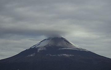 En las últimas 24 horas, mediante los sistemas de monitoreo del volcán Popocatépetl se identificaron 44 exhalaciones y 15 minutos de tremor