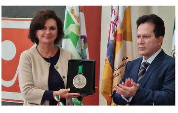 La Fundación Alfredo Harp Helú para el Deporte entregó una medalla a la directora general de CIJ por su labor al frente de la atención de las adicciones