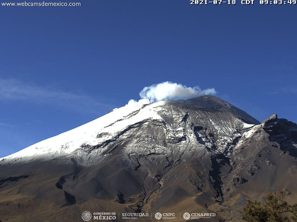 En las últimas 24 horas, mediante los sistemas de monitoreo del volcán Popocatépetl se identificaron 97 exhalaciones de vapor de agua, gas y ligeras cantidades ceniza, adicionalmente se registraron 30 minutos de tremor.