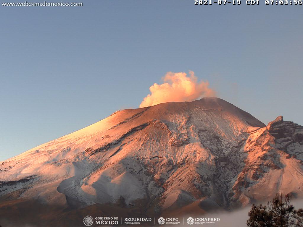 En las últimas 24 horas, mediante los sistemas de monitoreo del volcán Popocatépetl se identificaron 54 exhalaciones de vapor de agua, gas y ligeras cantidades ceniza, adicionalmente se registraron 13 minutos de tremor.