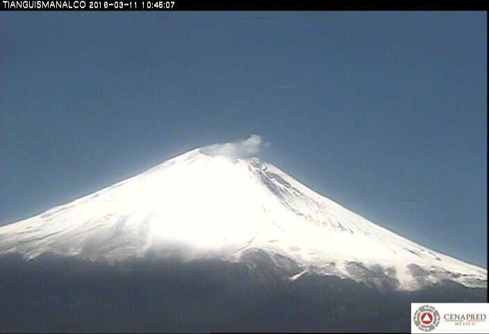 Imagen del Popocatépetl desde la estación Tianguismanalco. El CENAPRED realiza el monitoreo del volcán en forma continua, las 24 horas; cualquier cambio en su actividad es reportado oportunamente.
