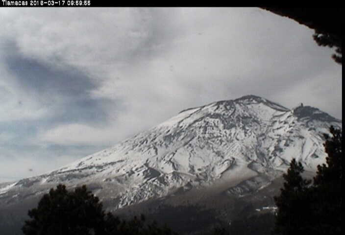 Imagen del Popocatépetl desde la estación Tlamacas. El CENAPRED realiza el monitoreo del volcán en forma continua, las 24 horas; cualquier cambio en su actividad es reportado oportunamente.