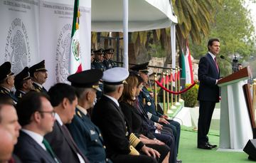 Soldiers, pilots and marines of Mexico, in order to wear the military uniform and insignia, each one of you had to overcome several challenges that tested your mettle, character and determination. EPN