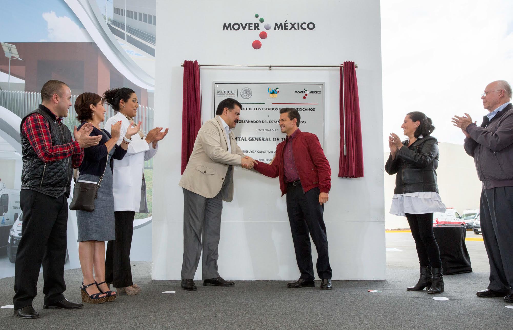 El Primer Mandatario devela la placa de inauguración del Hospital General de Tulancingo, Hidalgo.
