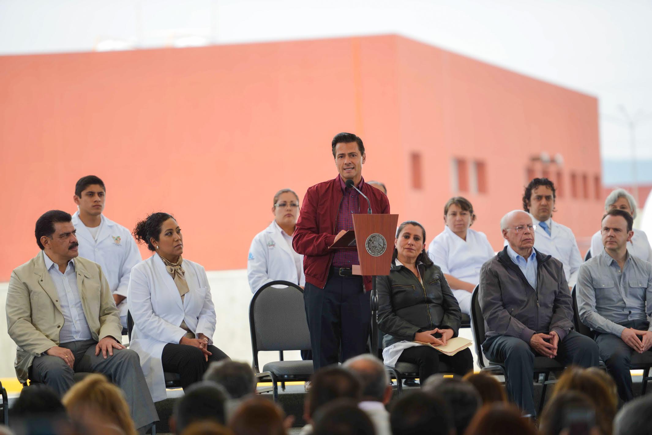 El Primer Mandatario durante su discurso al entregar las obras en el Hospital General de Tulancingo.